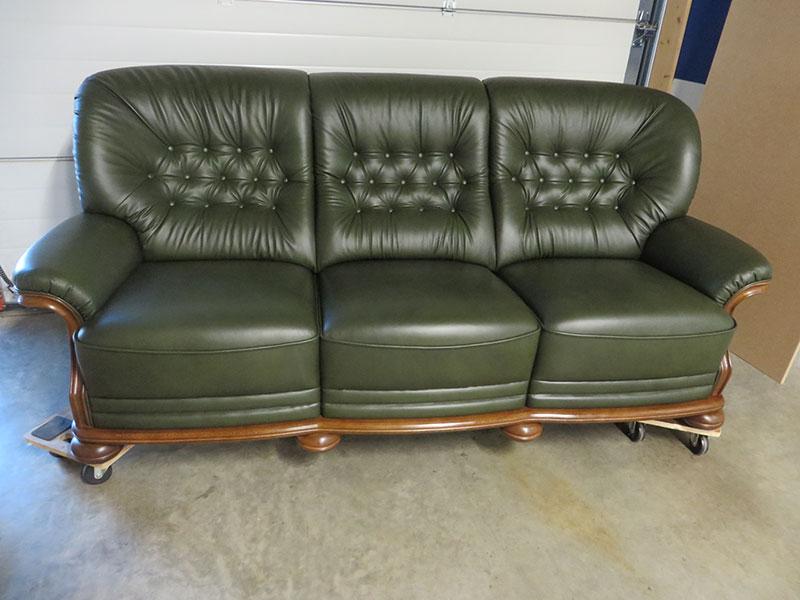 englisches sofa mit kapitonierung. Black Bedroom Furniture Sets. Home Design Ideas